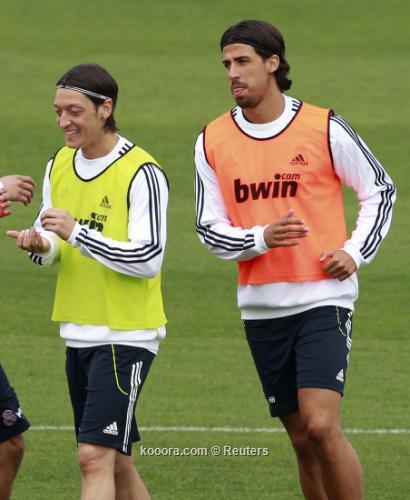 ديل بوسكي: أوزيل وخضيره يستفيدان من لعبهما في ريال مدريد