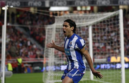 بورتو البرتغالي يمدد تعاقده مع 2011-04-202011-04-20t220553z_01_rfm08_rtridsp_3_soccer-europe-portugal_reuters.jpg