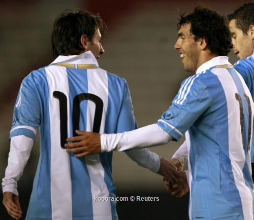 الأرجنتيني كارلوس تيفيز يعترف بسوء 2011-06-212011-06-21t002810z_01_bas103_rtridsp_3_soccer-friendly_reuters.jpg