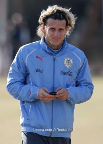فورلان: أوروجواي لديها أسلحتها للفوز 2011-07-10t200443z_01_jmg20_rtridsp_3_soccer-copa_reuters.jpg