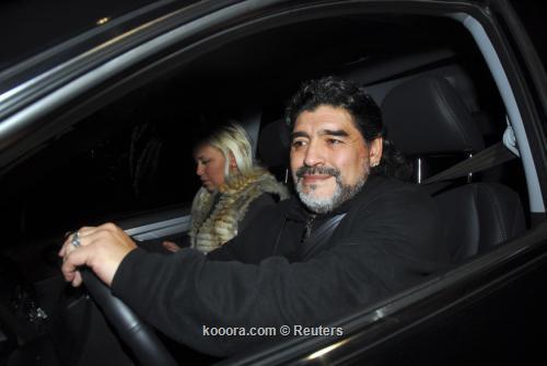 مارادونا ينجو من حادث ويقود 2011-07-12t011151z_01_bas101_rtridsp_3_soccer-argentina-maradona_reuters.jpg