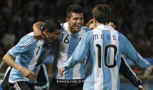 أجويرو: أبحث عن ميسي دائما 2011-07-12t024042z_01_cor520_rtridsp_3_soccer-copa_reuters.jpg