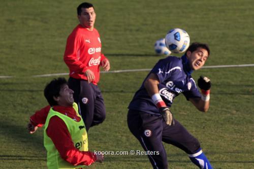 السعادة تغمر المنتخب التشيلي بعد 2011-07-13t221944z_01_stg102_rtridsp_3_soccer-copa_reuters.jpg