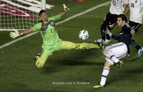 ضربات الترجيح تبدد أمال الأرجنتين 2011-07-17t005328z_01_jmg112_rtridsp_3_soccer-copa_reuters.jpg