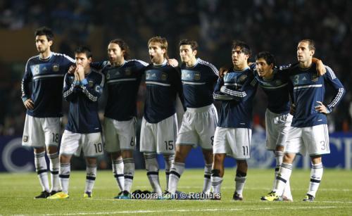 بداية عطلة لاعبي الأرجنتين الصيفية 2011-07-17t012640z_01_jmg121_rtridsp_3_soccer-copa_reuters.jpg