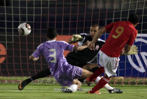 الجولة قبل الأخير تلهب دور المجموعات الإفريقي .. أهدت أنيمبا التأهل ووضعت الثلاثي الع 2011-07-17t200602z_01_amr01_rtridsp_3_soccer-africa-champions_reuters.jpg