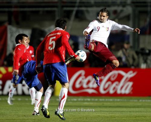 فنزويلا تبدد أمال تشيلي وتكمل 2011-07-17t235441z_01_jmg93_rtridsp_3_soccer-copa_reuters.jpg