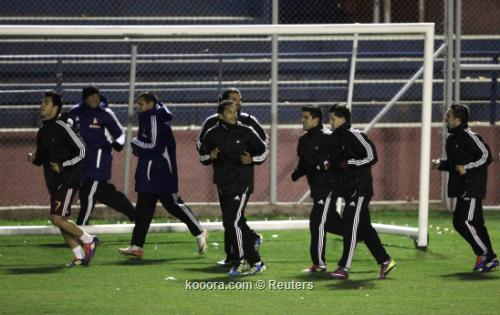 تدريبات خفيفة للاعبي فنزويلا خلف 2011-07-19t003848z_01_hnr01_rtridsp_3_soccer-copa_reuters.jpg