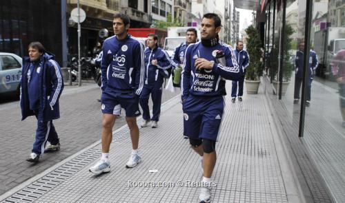 منتخب باراجواي يصل مندوزا لمواجهة 2011-07-19t144350z_01_asu009_rtridsp_3_soccer-copa_reuters.jpg