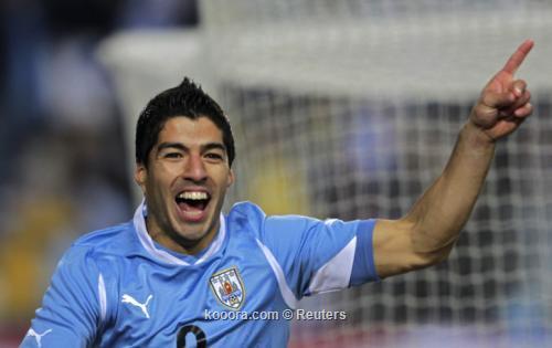 سواريز يتساوى بثلاثة أهداف مع 2011-07-20t020746z_01_sfr20_rtridsp_3_soccer-copa_reuters.jpg