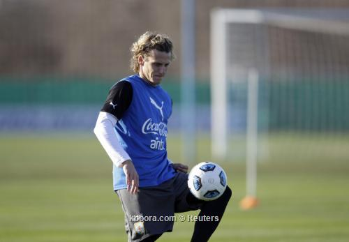 فورلان: تعلمت كيف أستمتع باللعب 2011-07-21t212408z_01_ast04_rtridsp_3_soccer-copa_reuters.jpg