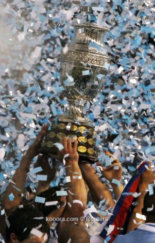 الصحافة تطلق على منتخب أوروجواي 2011-07-24t215314z_01_sfr38_rtridsp_3_soccer-copa_reuters.jpg