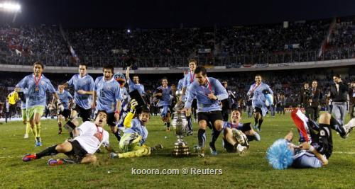 سواريز: أثبتنا أن تألقنا في 2011-07-24t215935z_01_jmg44_rtridsp_3_soccer-copa_reuters.jpg