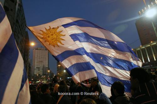 المئات من مشجعي أوروجواي يحتفلون 2011-07-24t223540z_01_jsi14_rtridsp_3_soccer-copa_reuters.jpg