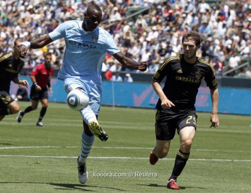 بالوتيلي لاعب سيتي يدفع ثمن 2011-07-24t233610z_01_luc17_rtridsp_3_soccer_reuters.jpg