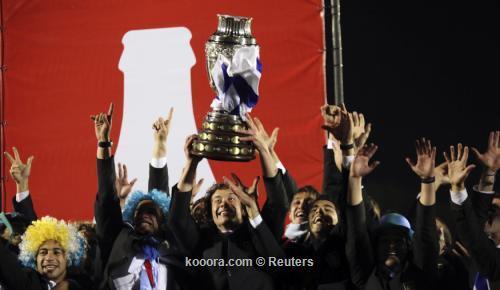 آلاف المشجعين يستقبلون منتخب أوروجواي 2011-07-25t073711z_01_mnt02_rtridsp_3_soccer-copa_reuters.jpg